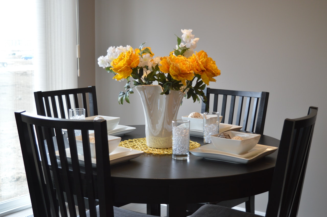 Minimalist Dining Room Design Tips For Small Apartments Pudjiadi